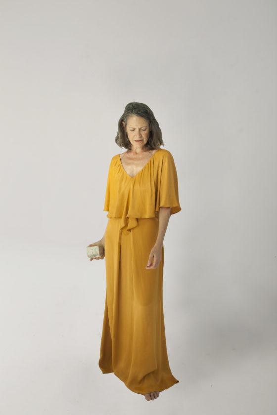 vestido melenas mostaza
