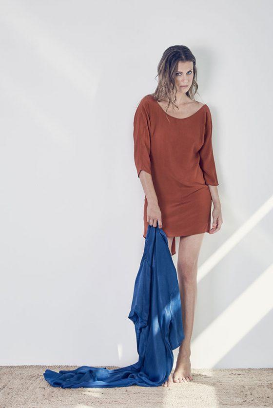 vestido-ocre-espalda-abierta-1